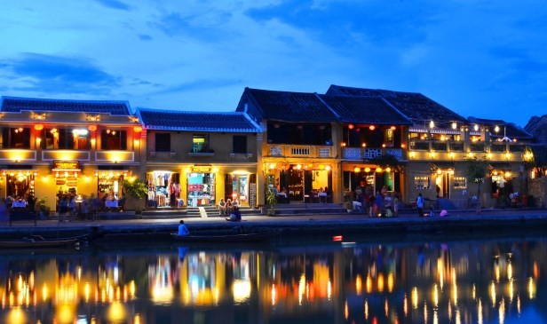 How to travel from Hue to Hoi An