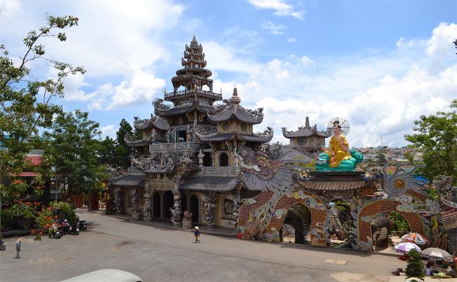dalat linh phuoc pagoda