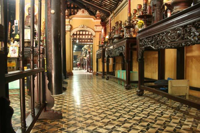 Gia Lam pagoda inside