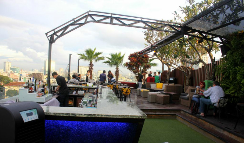 OMG-Rooftop-Bar-Ho-Chi-Minh-Viet-Fun-Travel