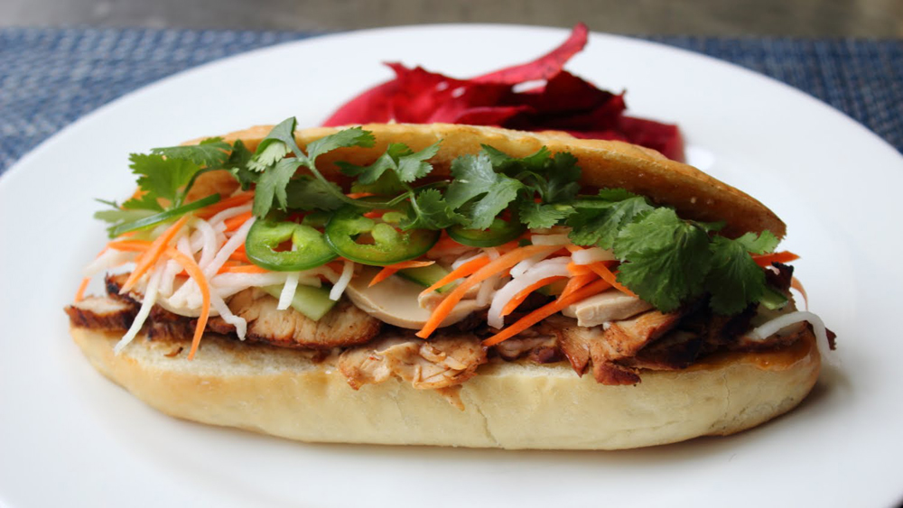 street-food-banh-mi-viet-fun-travel.jpg