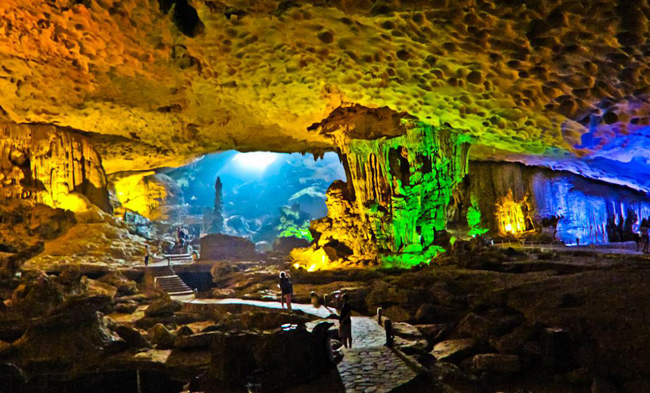 Discovering beautiful caves halong bay