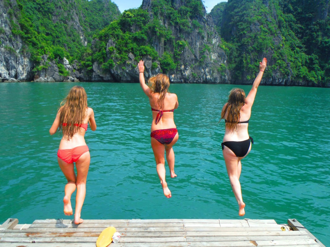 Go swimming in halong bay