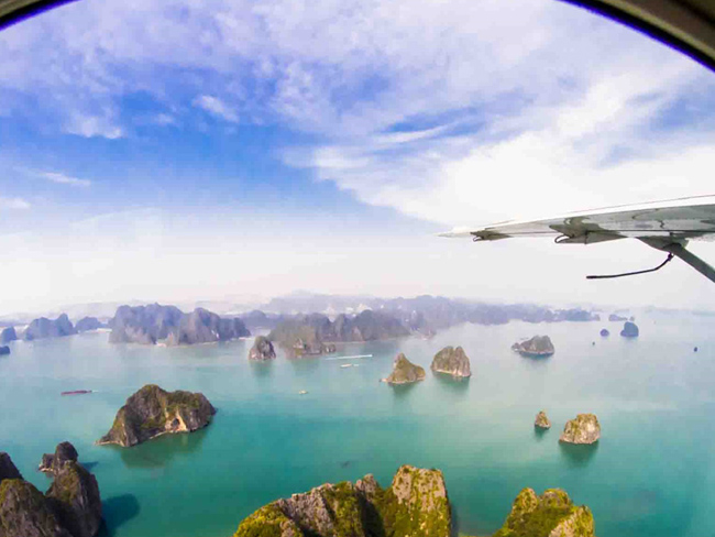 See the whole Halong Bay from helicopter