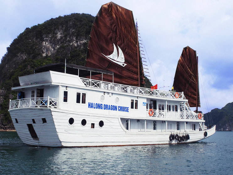 dragon cruise in halong bay