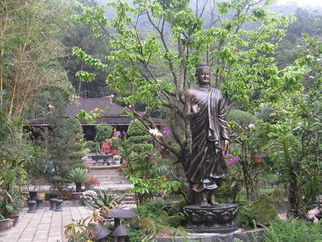 Huyen Khong Son Tuong pagoda Hue