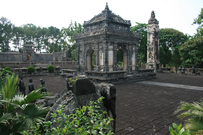 Tomb_of_DongKhanh