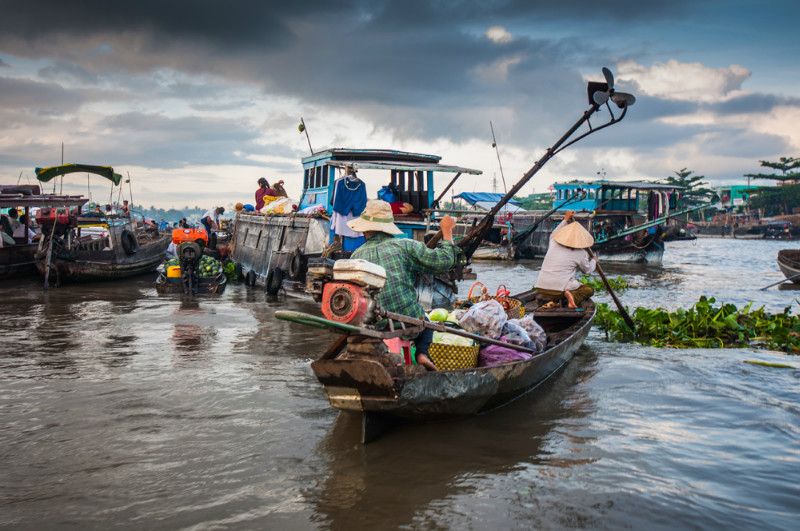 Cai-Be-floating-market-Viet-fun-travel