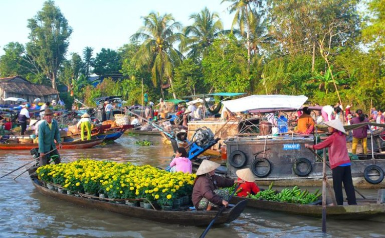 Explore Cai Be Floating Market in Tien Giang Province (Vietnam)