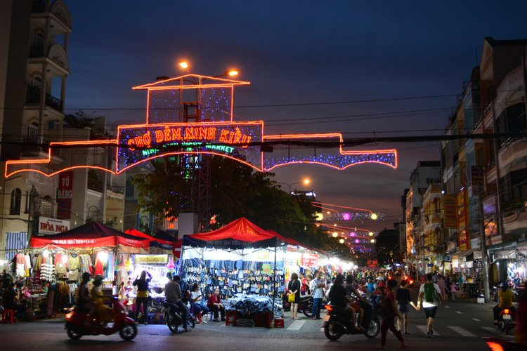 Can Tho Night Market – Best Nightlife Activity