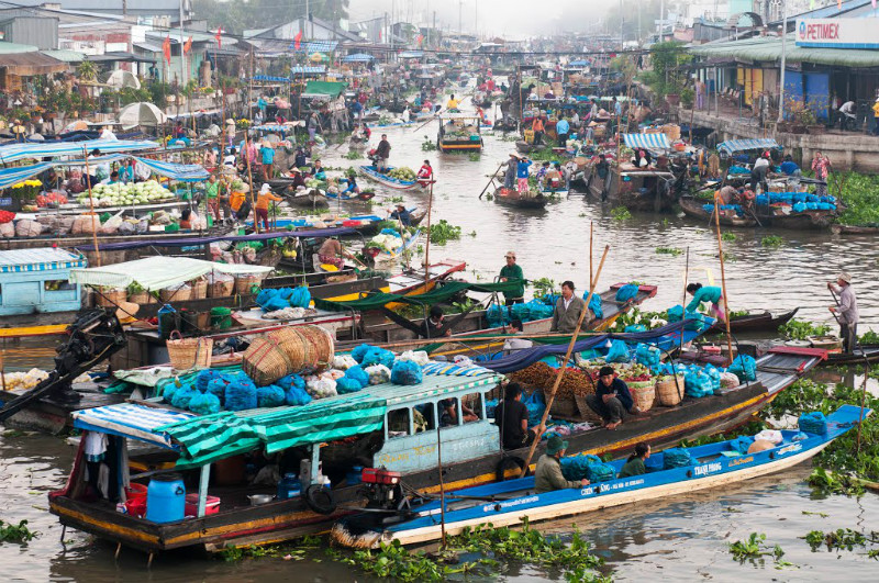 Nga-nam-floating-market-Viet-fun-travel
