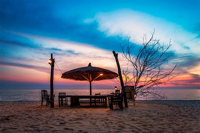 Watch the dusk at Long Beach Phu Quoc