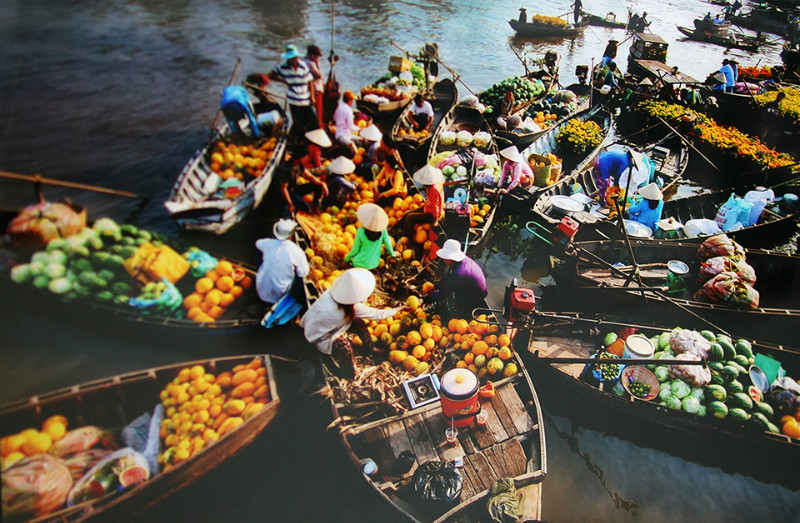 Nga-bay-floating-market-Viet-fun-travel