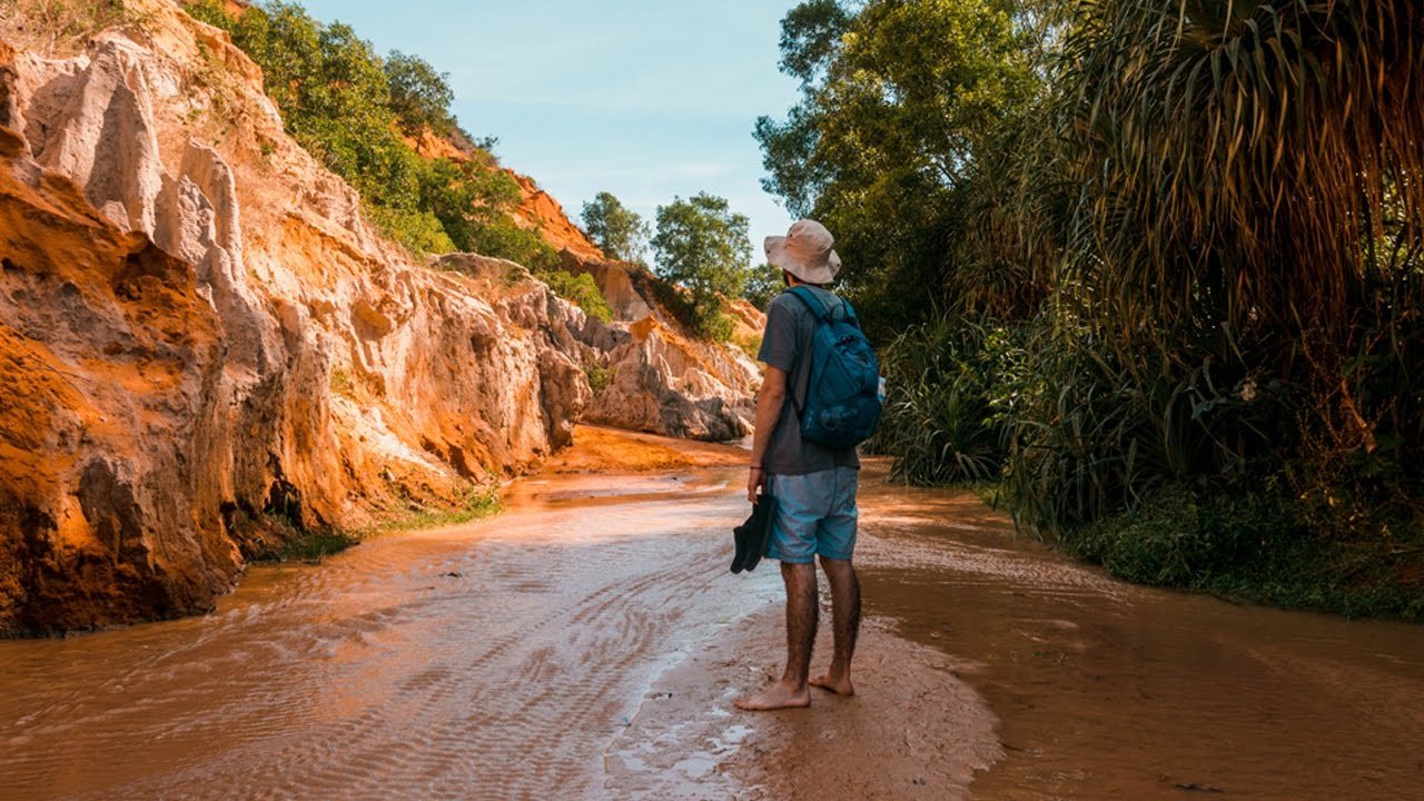 Walk barefoot in the Fairy Stream Mui ne